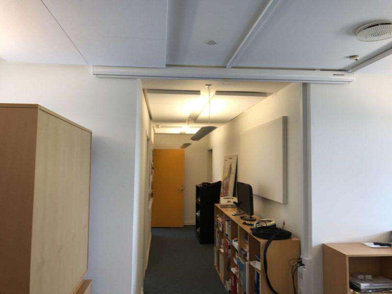 NoiseAway akustik loft monteret plader til direkte op limning. Texframe akustik væg paneler monteret